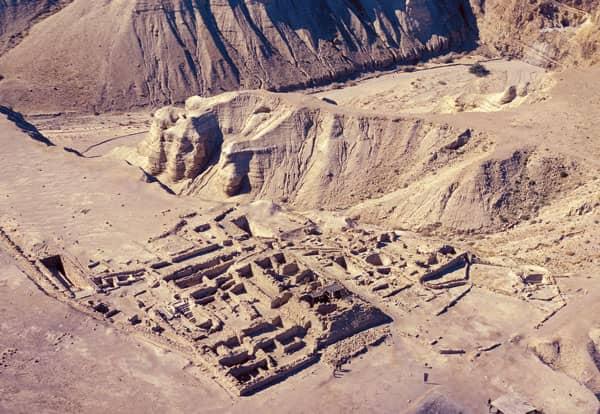 God's calendar preserved at Qumran by sons of Zadok
